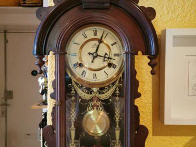 Wand-Pendel-Uhr zum Aufziehen